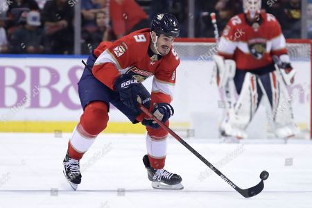 Florida Panthers center Brian Boyle (9) skates with the puck during the first period of an NHL hockey game against the Philadelphia Flyers, in Sunrise, Fla