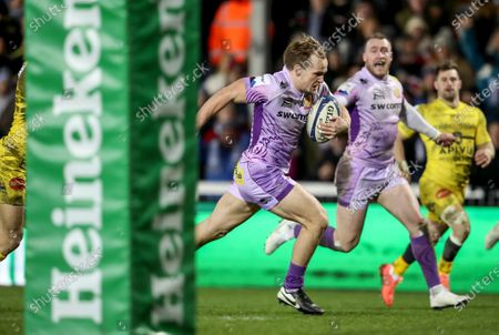 Stock Picture of Exeter Chiefs vs La Rochelle. Exeter's Stuart Townsend scores a try