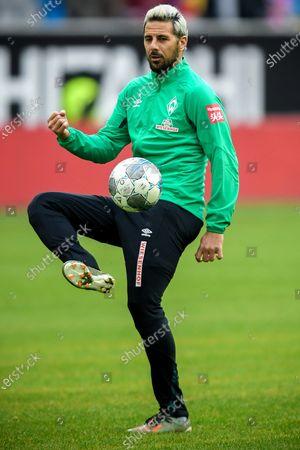 Bremen's Claudio Pizarro warms up prior to the German Bundesliga soccer match between Fortuna Duesseldorf and SV Werder Bremen in Duesseldorf, Germany, 18 January 2020.