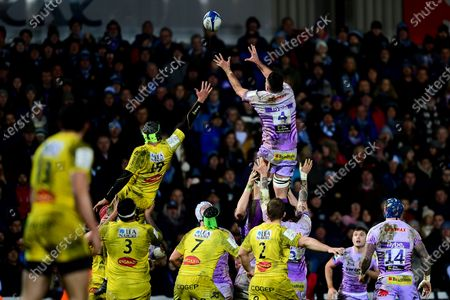 Dave Dennis of Exeter Chiefs contends for the aerial ball with ,Thomas Lavault of La Rochelle