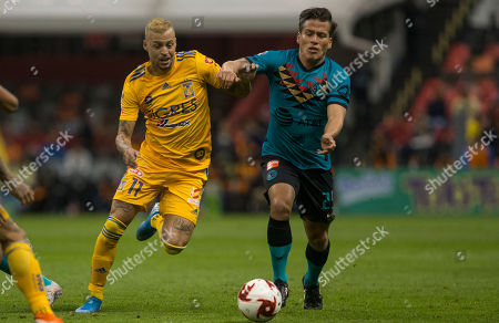CP. Tigres' Federico Lopez, left, competes for the ball with America's Fernando Gonzalez during a Mexico soccer league match at Azteca Stadium in Mexico City