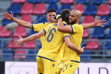 Verona's Fabio Borini (C) celebrates with teammates after scoring the 1-1 equalizer during the Italian Serie A soccer match between Bologna FC and Hellas Verona at the Renato Dall'Ara stadium in Bologna, Italy, 19 January 2020.