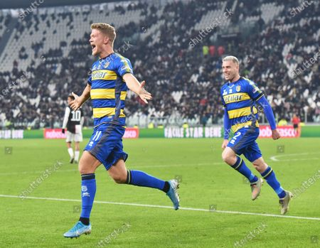 Parma's Andreas Cornelius (L) celebrates after scoring the 1-1 goal during the Italian Serie A soccer match Juventus FC vs Parma Calcio 1913 at the Allianz Stadium in Turin, Italy, 19 January 2020.