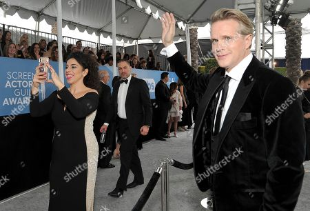 Cary Elwes waves to the crowd at the 26th annual Screen Actors Guild Awards at the Shrine Auditorium & Expo Hall, in Los Angeles