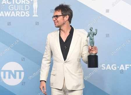 """Sam Rockwell poses in the press room with the award for outstanding performance by a male actor in a television movie or miniseries for """"Fosse/Verdon"""" at the 26th annual Screen Actors Guild Awards at the Shrine Auditorium & Expo Hall, in Los Angeles"""