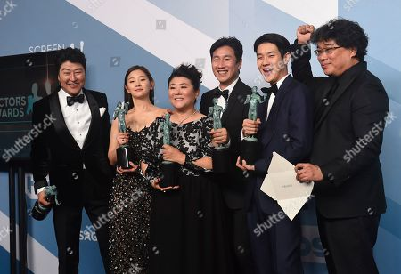 "Kang-Ho Song, Park So-dam, Bong Joon-ho, Jang Hye-jin, Choi Woo-shik, Lee Sun-kyun. Kang-Ho Song, from left, Park So-dam, Jang Hye-jin, Lee Sun-kyun, Choi Woo-shik and Bong Joon-ho pose in the press room with the award for outstanding performance by a cast in a motion picture for ""Parasite"" at the 26th annual Screen Actors Guild Awards at the Shrine Auditorium & Expo Hall, in Los Angeles"