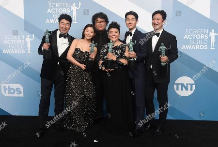 "Kang-Ho Song, Park So-dam, Bong Joon-ho, Jang Hye-jin, Choi Woo-shik, Lee Sun-kyun. Kang-Ho Song, from left, Park So-dam, Bong Joon-ho, Jang Hye-jin, Choi Woo-shik, and Lee Sun-kyun pose in the press room with the award for outstanding performance by a cast in a motion picture for ""Parasite"" at the 26th annual Screen Actors Guild Awards at the Shrine Auditorium & Expo Hall, in Los Angeles"