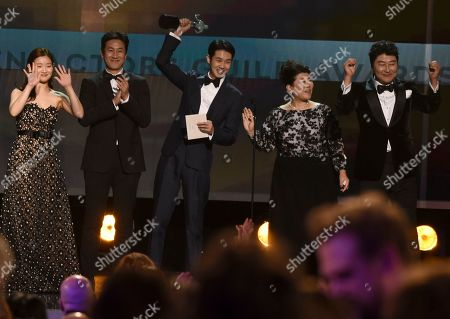 """Park So-dam, Lee Sun-kyun, Choi Woo-shik, Lee Jeong-eun, Kang-Ho Song. Park So-dam, from left, Lee Sun-kyun, Choi Woo-shik, Lee Jeong-eun and Kang-Ho Song accept the award for outstanding performance by a cast in a motion picture for """"Parasite"""" at the 26th annual Screen Actors Guild Awards at the Shrine Auditorium & Expo Hall, in Los Angeles"""