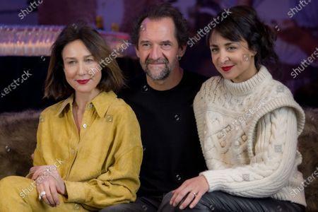 Elsa Zylberstein, Stephane De Groodt and Melissa Drigeard attends 'Tout nous sourit' photocall