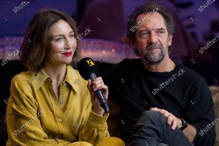 Elsa Zylberstein, Stephane De Groodt attend 'Tout nous sourit' photocall