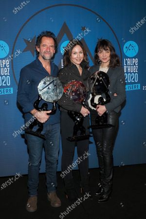 Stephane De Groodt, Elsa Zylberstein and Melissa Drigeard pose with their awards for the film 'Tout nous sourit'