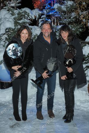 Elsa Zylberstein, Stephane De Groodt and Melissa Drigeard pose with their awards for the film 'Tout nous sourit'