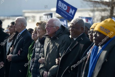 Tulsi Gabbard, Joe Biden, Amy Klobuchar, Elizabeth Warren, Bernie Sanders. Democratic presidential rivals Tulsi Gabbard, Joe Biden, Amy Klobuchar, Elizabeth Warren and Bernie Sanders link arms during a Martin Luther King Jr. Day march, in Columbia, S.C