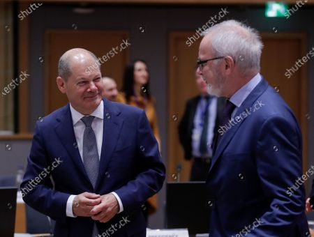 German Minister of Finance Olaf Scholz (L) and European Investement Bank (EIB) President Werner Hoyer attend a Finance Ministers' Economic and Financial Affairs Council (ECOFIN) meeting in Brussels, Belgium, 21 January 2020.