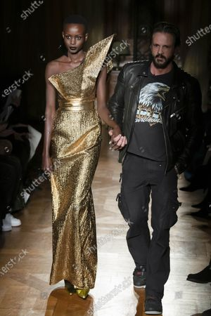Model on the catwalk and Ronald Van Der Kemp