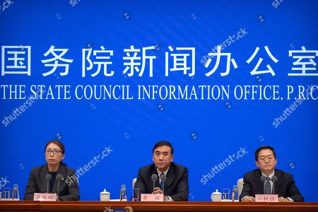 Li Bin, center, deputy director of China's National Health Commission, speaks during a press conference about a new type of coronavirus spreading in China at the State Council Information Office in Beijing, . The number of cases of a new virus has risen to 440 in China and all the deaths had been in Hubei province, home to Wuhan city where the first illnesses from coronavirus were reported in late December