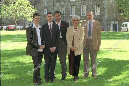 Gay Vote For Age To Be Dropped From 18 To 16.... Labour Party Mp Ann Keen Who Put Forward The Amendment To Parliament With Her Gay Son Mark Lloyd-fox 31 Who She Had To Give Up For Adoption At Birth She Was Only 17 Years Old. They Are Wearing Gay / Homosexual Equality Red Stars.. Group Picture..l To R... Chris Mums 18 David Cohen 16 Mark Lloyd-fox 31 M.p. Ann Keen And Antony Grey....... 1998