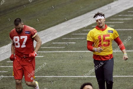 Kansas City Chiefs quarterback Patrick Mahomes (15) and tight end Travis Kelce (87) work out at NFL football practice in Kansas City, Mo. The Chiefs will face the San Francisco 49ers in Super Bowl 54