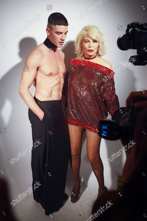 Amanda Lear and model backstage