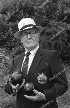 Stock Picture of Ep 3435 Wednesday 9th September 1992  Alf Roberts goes ever more worried about his bet as on the day of the bowls finals as Percy Sugden, as played by Bill Waddington, wins four consecutive matches.
