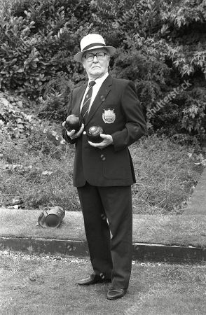 Stock Image of Ep 3435 Wednesday 9th September 1992  Alf Roberts goes ever more worried about his bet as on the day of the bowls finals as Percy Sugden, as played by Bill Waddington, wins four consecutive matches.