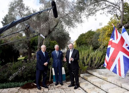 (L) Israeli President Reuven Rivlin and (R) Britain's Royal Highness Prince Charles listen to Rabbi Ephraim Mirvis, after planting a tree outside the presidential residence in Jerusalem