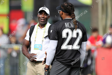 NFL Hall of Famer Terrell Davis speaks with AFC running back Derrick Henry of the Tennessee Titans during Pro Bowl NFL football practice, in Kissimmee, Fla