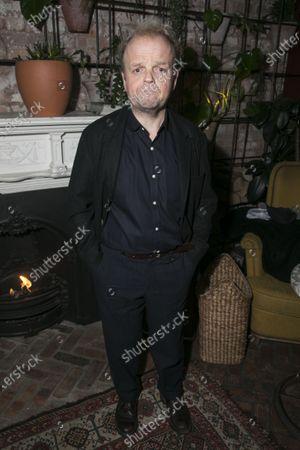 Toby Jones (Vanya)