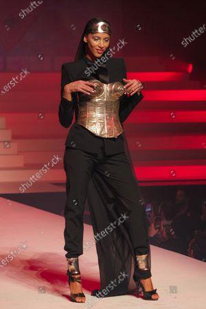 Noemi Lenoir on the catwalk
