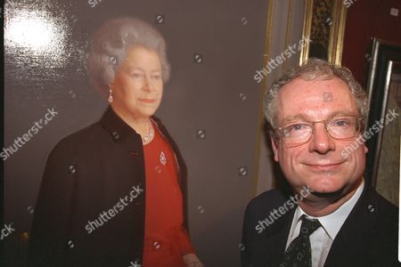 Royal Society Of Portrait Painters Unveils New Portrait Of The Queen By Artist Robert Wraith Who Did Not Attend Opening. Opened By Chris Smith (now Baron Smith Of Finsbury) Secretary Of State For Culture. Lord Smith 1998