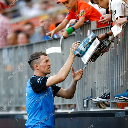 Stock Photo of 24th January 2020; Optus Stadium, Perth, Western Australia, Australia; Big Bash League Cricket, Perth Scorchers versus Adelaide Stikers; Former Australian player Peter Siddle signs autographs for the fans