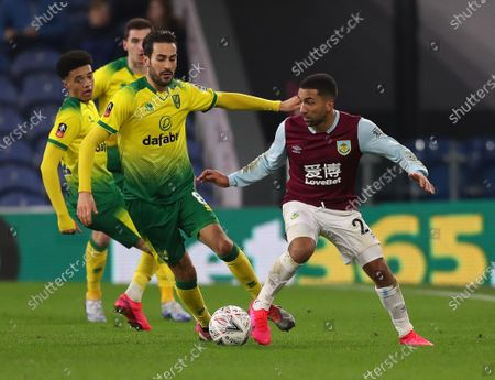 25th January 2020; Turf Moor, Burnley, Lancashire, England; English FA Cup Football, Burnley versus Norwich City; Aaron Lennon of Burnley takes on Mario Vrancic of Norwich City
