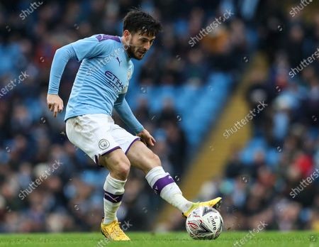 26th January 2020; Etihad Stadium, Manchester, Lancashire, England; English FA Cup Football, Manchester City versus Fulham; David Silva of Manchester City threads a pass through the Fulham defence