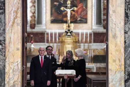 US Vice President Mike Pence (L), his daughter in law Sarah (C-R) and US Ambassador to the Holy See, Callista Gingrich (R), during a cultural visit in the Regia room at the Vatican, 24 January 2020.