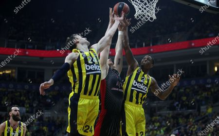 Ax Armani Exchange Milan's Arturas Gudaitis (C) in action against Fenerbahce's Jan Vesely (L) and James Nunnally (R) during the Euroleague basketball match between Fenerbahce Beko Istanbul and Ax Armani Exchange Milan in Istanbul, Turkey 24 January 2020.