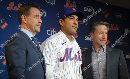 New York Mets new manager Luis Rojas, center, poses with Mets executive vice president & general manager Brodie Van Wagenen, left, and Mets owner Jeff Wilpon after his introduction at a news conference, in New York