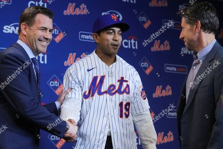 Stock Photo of New York Mets vice president & general manager Brodie Van Wagenen, left, and Mets owner Jeff Wilpon, right, introduce new Mets manager Luis Rojas during a news conference, in New York