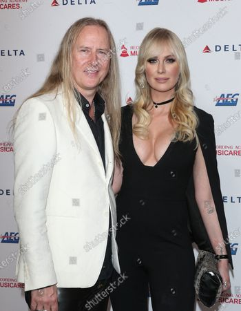 Jerry Cantrell, CariDee English