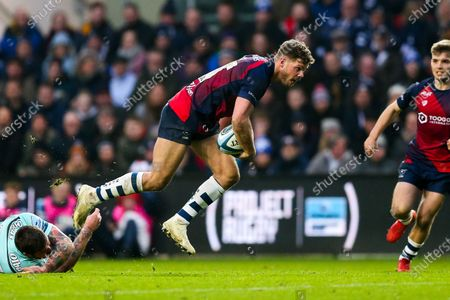 Henry Purdy of Bristol Bears is challenged by Matt Banahan of Gloucester Rugby