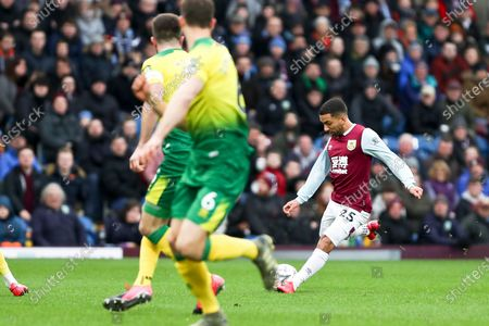 Burnley midfielder Aaron Lennon (25) during the The FA Cup match between Burnley and Norwich City at Turf Moor, Burnley
