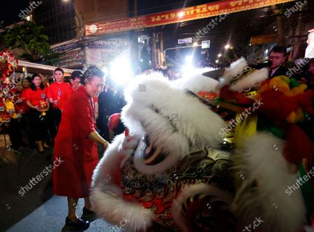 Thailand's Princess Maha Chakri Sirindhorn (L) give a angpao or red envelope to Chinese traditional Lion Dance team during the Chinese New Year ceremony at Chinatown in Bangkok, Thailand, 25 January 2020. The Lunar New Year, also known as Spring Festival in China and Tet in Vietnam, falls on 25 January 2020, marking the beginning of the Year of the Rat.