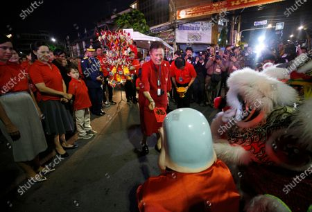 Thailand's Princess Maha Chakri Sirindhorn (C) give a angpao or red envelope to Chinese traditional Lion Dance team during the Chinese New Year ceremony at Chinatown in Bangkok, Thailand, 25 January 2020. The Lunar New Year, also known as Spring Festival in China and Tet in Vietnam, falls on 25 January 2020, marking the beginning of the Year of the Rat.