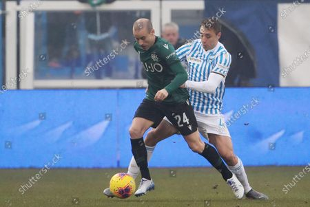 Spal's thiago Cionek (R) and Bologna's Rodrigo Palacio (L) in action during the Italian Serie A soccer match between S.P.A.L and Bologna FC at Paolo Mazza stadium in Ferrara, Italy, 25 January 2020.
