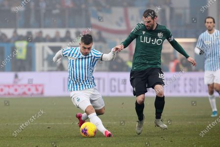 Spal's Gabriel Strefezza (L) and Bologna's Andrea Poli (R) in action during the Italian Serie A soccer match between S.P.A.L and Bologna FC at Paolo Mazza stadium in Ferrara, Italy, 25 January 2020.