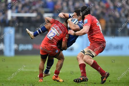 Jackson Willison of Bath Rugby is tackled by Kyle Eastmond of Leicester Tigers