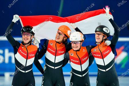 Illustration libre de droits de Dutch skaters (L-R) Lara van Ruijven, Suzanne Schulting, Yara van Kerhof, and Rianne de Vries celebrate after winning the women's 3,000m relay of the ISU European Short Track Speed Skating Championships in Debrecen, Hungary, 26 January 2020.