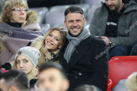 Ex-Footballprofi vom FC Bayern Muenchen, Martin Demichelis and girlfriend auf Tirbuene, FC Bayern Muenchen vs. FC Schalke 04, 1.Bundesliga, 25.12.2019, DFB regulations prohibit any use of photographs as image sequences and/or quasi-video