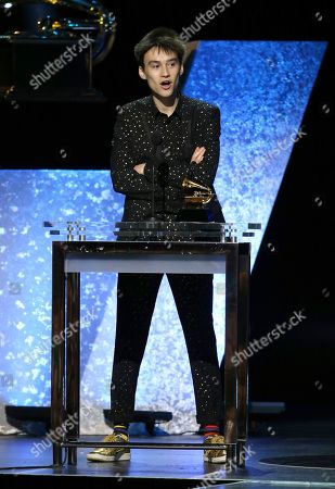 """Jacob Collier accepts the award for best arrangement, instrumental or a cappella for """"Moon River"""" at the 62nd annual Grammy Awards, in Los Angeles"""