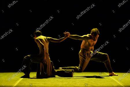 Erina Takahashi and James Streeter rehearse Akram Khan's 'Dust'