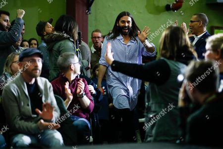 Jonathan Van Ness walks to the stage to introduce Democratic presidential candidate Sen. Elizabeth Warren, D-Mass., during a campaign event, in Cedar Rapids, Iowa